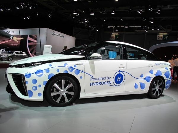 TOYOTA FUELCELL... LA SOLUTION HYDROGÈNE image © Jacques SamAlens (StrategiesAutoMotiove Communications)