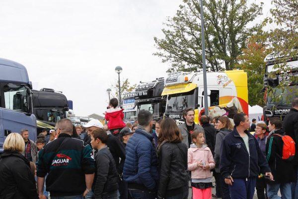 LE-MANS-24-H-Camions-2016-ENORME-SUCCES-POPULAIRE-AUTOUR-DES-CAMIONS-EN-EXPOSITION-Photo-Thierry-COULIBALY