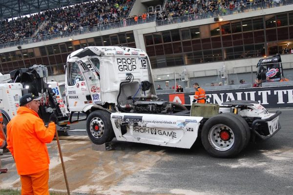 LE-MANS-24-H-Camions-Aprés-le-crash-de-JOHN-HEMMING-Photo-Thierry-COULIBALY...