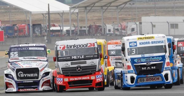 LE-MANS-24-H-Camions-CHAUD-BOUILLANT-LES-DEPARTS-entre-KISS-LACKO-et-HALM-Photo-Thierry-COULIBALY.