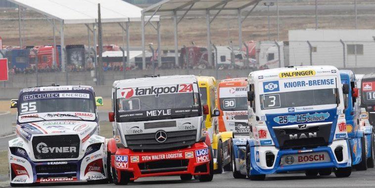 le-mans-24-h-camions-chaud-bouillant-les-departs-entre-kiss-lacko-et-halm-photo-thierry-coulibaly