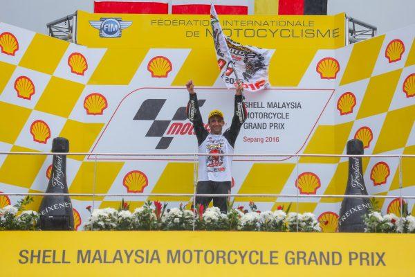 moto-2-2016-malaisie-johann-zarco-fete-son-deuxieme-titre-ondial-le-dimanche-30-0ctobre