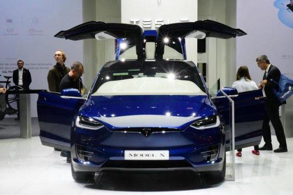 Mondial 2016 - La Tsla Model X est le premier SUV électrique et sera suivi par bien d'autres - Photo Daniel Nauly.