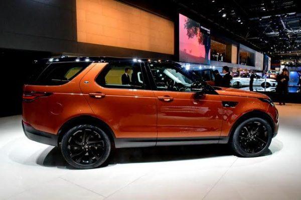 Mondial-2016-Land-Rover-a-présenté-un-Discovery-allongé-et-plus-haut-à-larrière-Photo-Daniel-Nauly