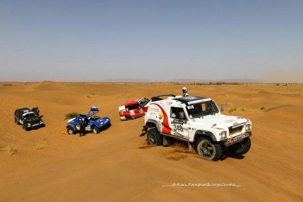 RALLYE OILYBIA du MAROC 2016 - A chacun son style pour franchir les dunes avec un bel embouteillage
