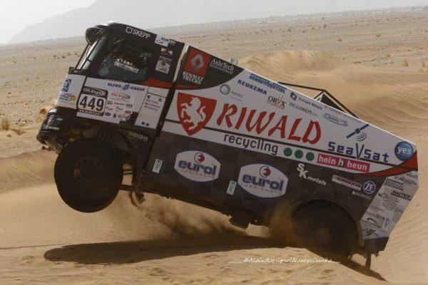 RALLYE-OILYBIA-du-MAROC-2016-HUZINK-le-vainqueur-du-jour-de-la-catégorie-camion.