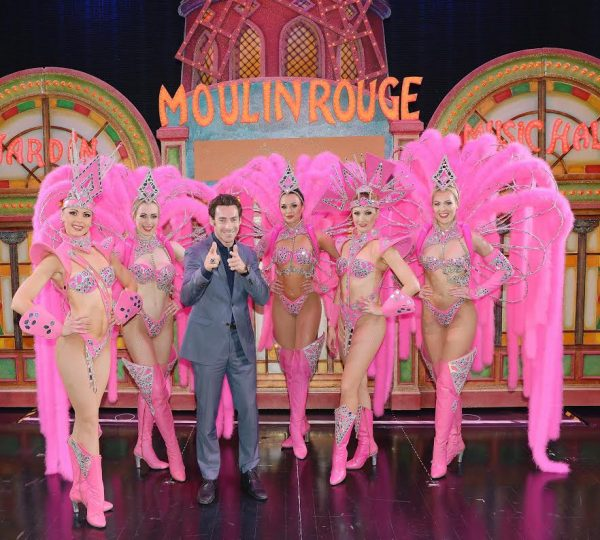 SIMON-PAGENAUD-sur-la-scene-du-MOULIN-ROUGE-à-PARIS-le-Mercredi-19-octobre-2016