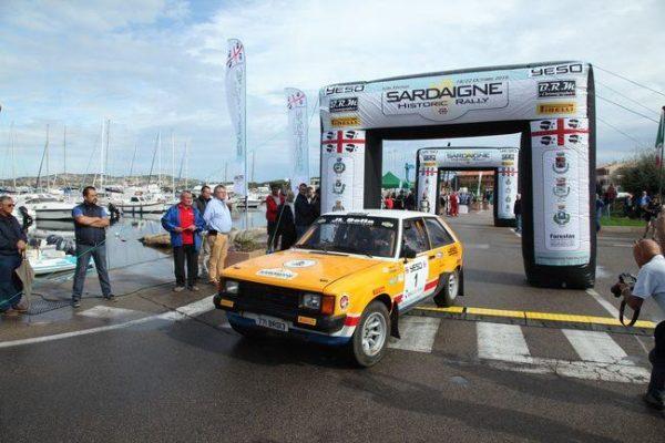 Sardaigne-Historic-2016-Départ-du-1er-concurrent-Bernard-BARILLE-le-vainqueur-du-dernier-Maroc-Historique-avec-sa-TALBOT-Sunbeam