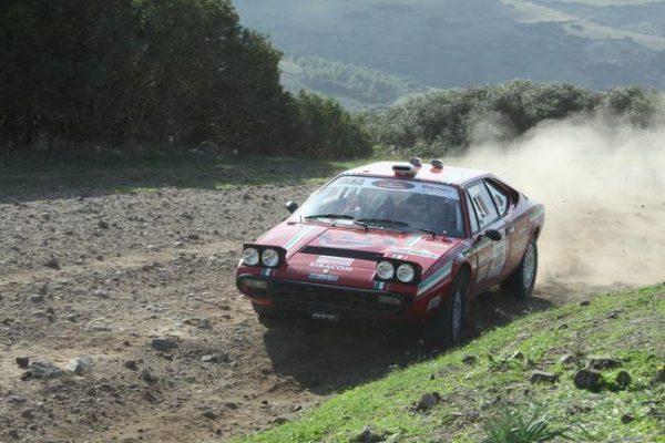 Sardaigne-Historic-2016-La-FERRARI-308-GT4-avant-quelle-brule-entierement.