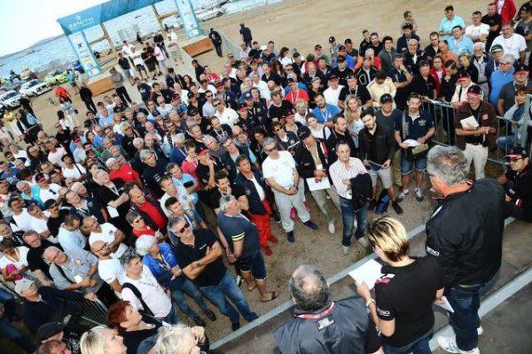 TOUR-de-CORSE-HISTORIQUE-2016-Le-briefing-avant-le-départ-ce-mardi-à-PORTO-VECCHIO