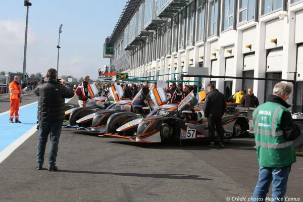 VdeV 2016 MAGNY COURS- Les GINETTA devant leurs stands.j