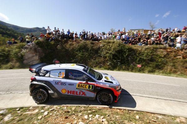 WRC 2016 CATALOGNE - Team HYUNDAI de THIERRY NEUVILLE et NICOLAS GILSOUL