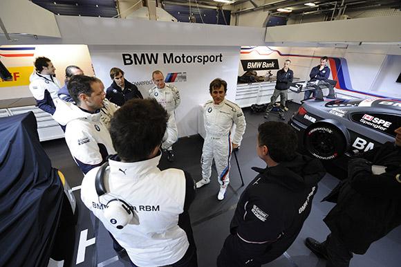ZANARDI-8-Nov-2012-Stand-BMW-ESSAI-de-la-BMW-DTM
