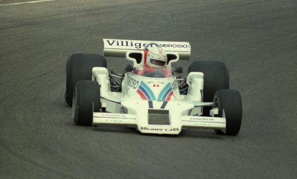 Alan-JONES-1977-sur-Shadow-©-Manfred-GIET