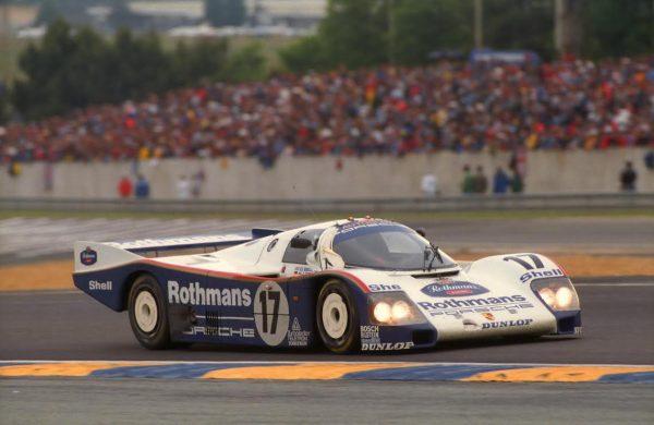 Derek-BELL-lors-de-sa-dernière-victoire-aux-24-Heures-du-Mans-1987-sur-la-Porsche-962-C-©-Manfred-GIET.