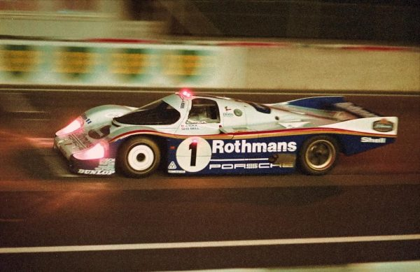 ENDURANCE-JACKY-ICKX-Derek-BELL-24-Heures-du-Mans-1982-vainqueurs-©-Manfred-GIET.