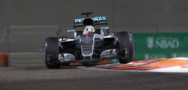 25.11.2016 - Free Practice 2, Lewis Hamilton (GBR) Mercedes AMG F1 W07 Hybrid