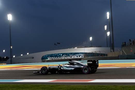 F1-2016-ABOU-DHABI-La-MERCEDES-victorieuse-de-LEWIS-HAMILTON-le-27-Novembre