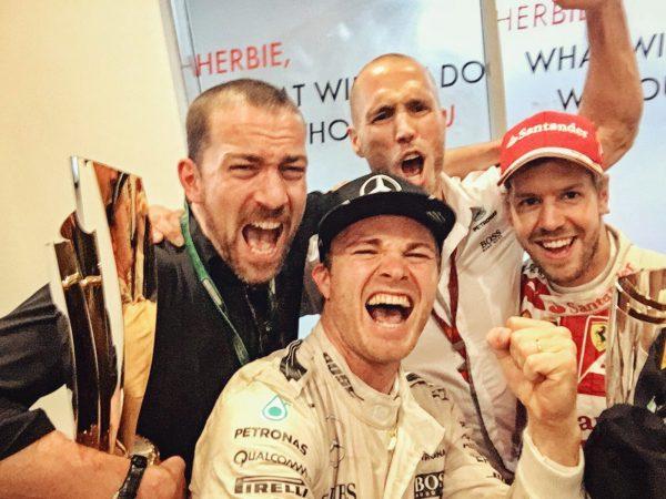 F1 2016 ABOU DHABI La joie de NICO ROSBERG nouveau CHAMPÏON du MONDE félicité par VETTEL