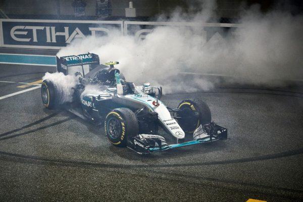 F1-2016-ABOU-DHABI-La-joie-du-nouveau-CHAMPION-du-MONDE-NICO-ROSBERG.
