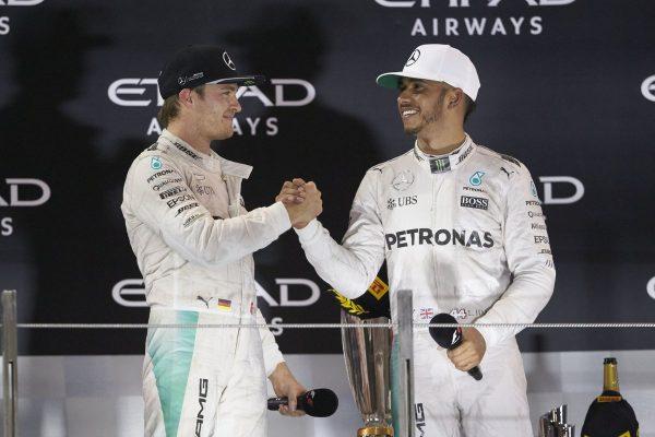 F1 2016 ROSBERG félicité par LEWIS HAMILTON sur le podium de YAM MARINA.