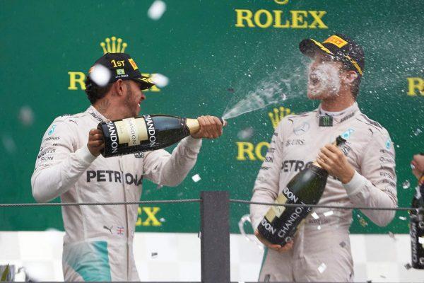 F1-2016-SAO-PAULO-PODIUM-bien-arrosé-au-GP-du-BRESIL-pour-HAMILTON-et-ROSBERG