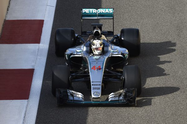 F1-2016-Test-PIRELLI-ABOU-DHABI-29-Novembre-avec-MERCEDES.