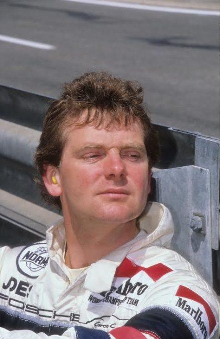 Jonathan-PALMER-à-lépoque-où-il-pilotait-une-Porsche-Joest-en-endurance-©-Manfred-GIET.