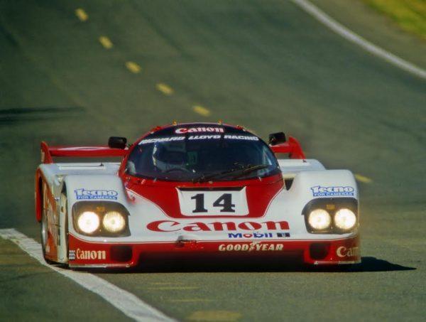 Jonathan-PALMER-second-aux-24-Heures-du-Mans-1985-avec-James-WEAVER-et-Richard-LLOYD-au-volant-de-la-Porsche-956-©-Manfred-GIET