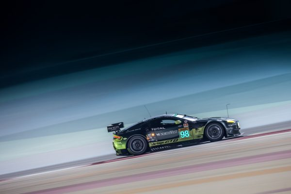 WEC-2016-BAHREIN-LASTON-MARTIN-N°98-en-pole-des-LMGTE-AM-Photo-Georges-DECOSTER
