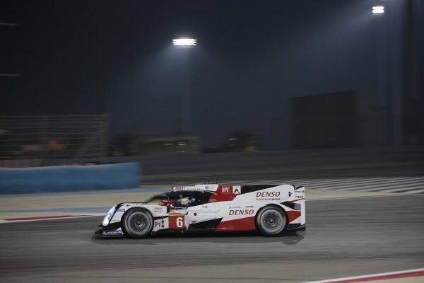WEC-2016-BAHREIN-La-TOYOTA-TS050-N°6-Photo-Georges-DECOSTER.