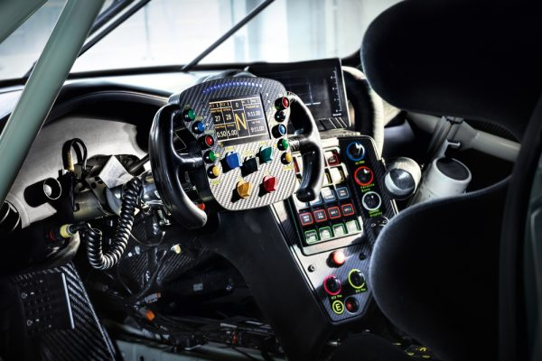 WEC-2017-La-nouvelle-PORSCHE-911-RSR-type-2017 Un acré tableau de bord !