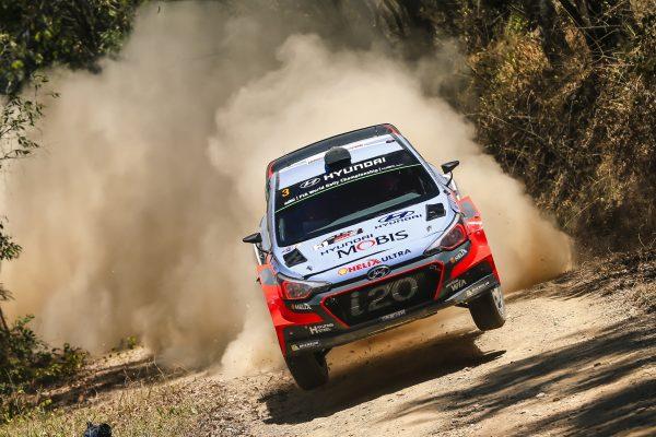 WRC 2016 AUSTRALIE La HYUNDAI I20 WRC de THIERRY NEUVILLE.j