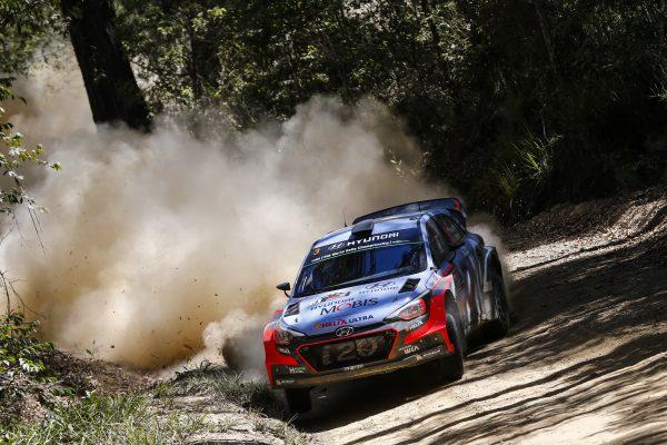 WRC-2016-AUSTRALIE-La-HYUNDAI-de-Thierry-NEUVILLE.