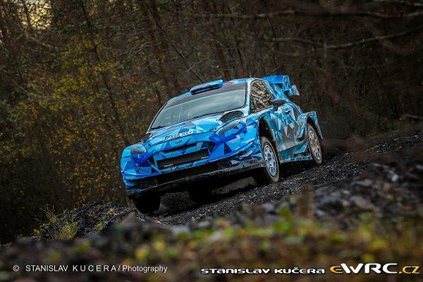 WRC-2016-Test-OGIER-avec-la-FORD-Fiesta-WRC-le-25-novembre