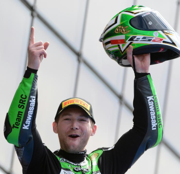 French rider Gregory Leblanc (Kawasaki ZX10R Formula EWC N°11) celebrates after winning the 39th edition of the Le Mans 24 hours moto endurance race on April 10, 2016. / AFP PHOTO / JEAN-FRANCOIS MONIER