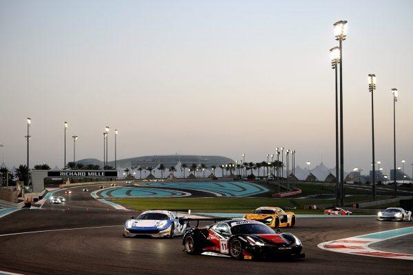 12 HEURES ABOU DHABI 2016 Les trois premiers la FERRARI KESEL devantcelle du DRAGON et la RENAULT RS 01