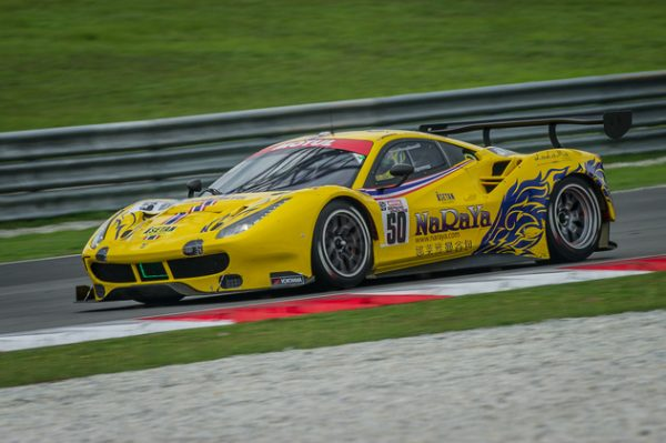 12-HEURES-DE-SEPANG-2016-La-Ferrari-488-GT3-Spirit-of-Race-SA-de-Pasin-Lathouras-Michele-Rugolo-et-Alessandro-Pierguidi