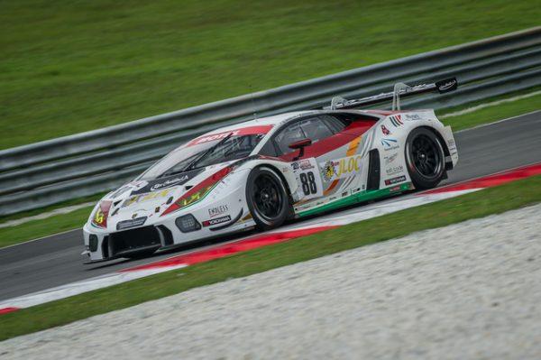 12-HEURES-SEPANG-2016-Lamborghini-Huracan-GT3-du-JLOC-de-Manabu-Orido-Kazuki-Hiramine-et-Adrian-Zaugg