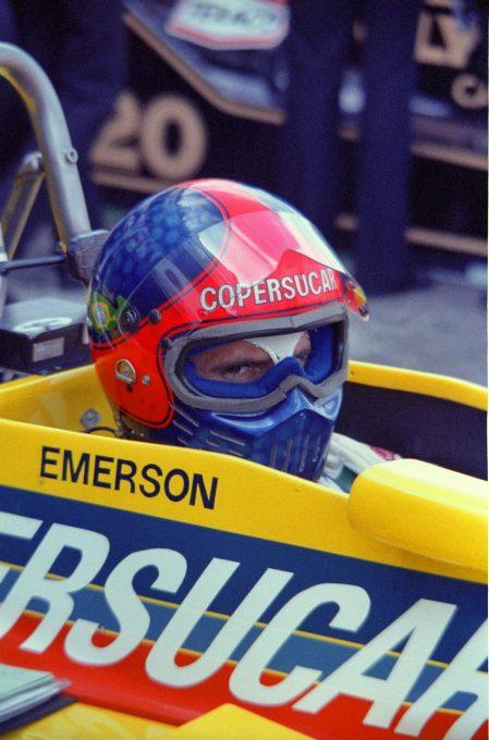F1-Emerson-FITTIPALDI-voiture-et-casque-toujours-bien-colorés-©-Manfred-GIET
