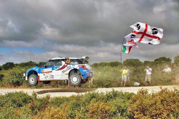 Pierre Louis LOUBET WRC 2016 Rallye de SARDAIGNE devnt les supporters Corses -Photo Jean Claude LAMORLETTE.j