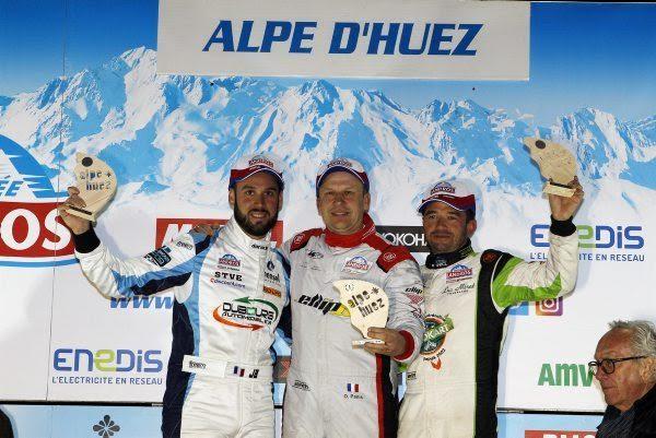TROPHEE-ANDROS-2016-2017-ALPE-DHUEZ-Le-podium-avec-la-victoire-dans-la-1ére-course-dOlivier-PANIS-Photo-Bernard-BAKALIAN.