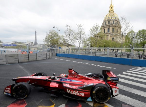 Loïc Duval (Dragon Racing) devant le Dôme des Invalides © Jacques SamAlens (StrategiesAutoMotive)