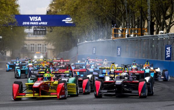 Samedi 23 avril 2016 - Premier e-Prix de Paris - le départ © Jacques SamAlens (StrategiesAutoMotive)