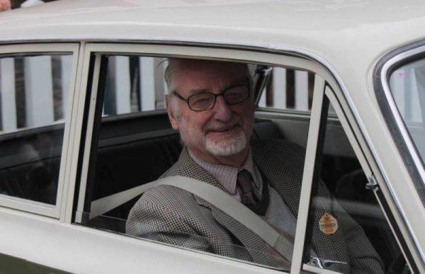 John Withmore (Goodwood Revival 2013) au volant de sa Cortina-Lotus de route