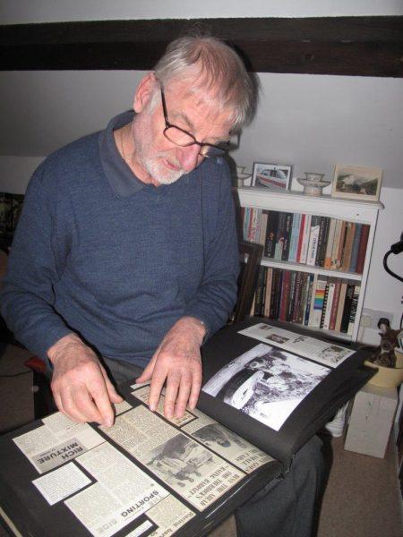 Ses albums photos et coupures de presse qu'il adore faire partager