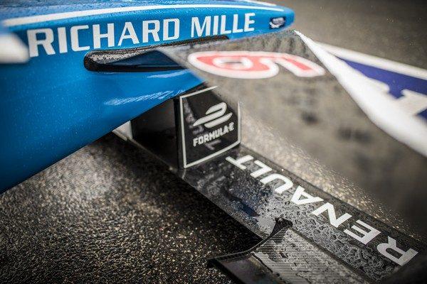 Le pape François bénit une monoplace de Formule E