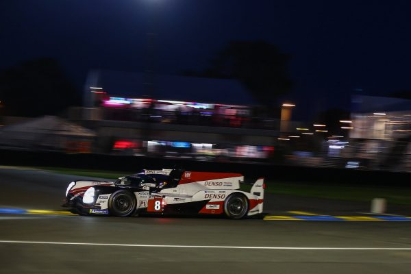 toyota s offre la pole et la 1 re ligne provisoire aux 24 heures du mans 2018 autonewsinfo. Black Bedroom Furniture Sets. Home Design Ideas