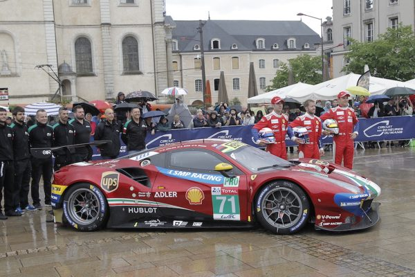 la carte postale du pesage des 24 heures du mans 2018 autonewsinfo. Black Bedroom Furniture Sets. Home Design Ideas