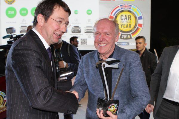 Frank JANSSEN, président de Car of the Year, et Ian CALLUM,
